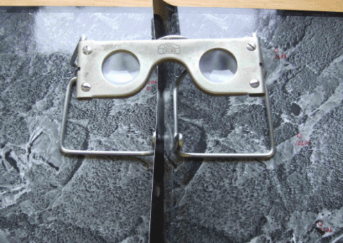 Estereoscópio, utilizado na visualização 3D de imagens de satélite.